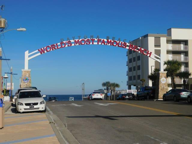 Off Duty Mermaid Studio  @ Daytona Beach