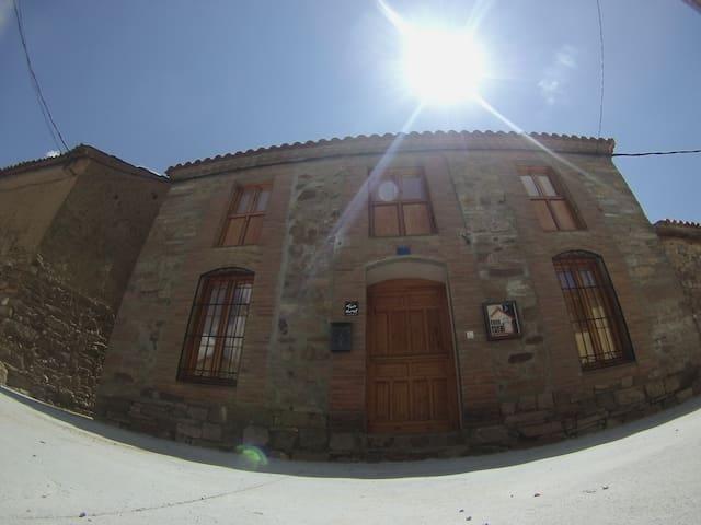 Habitación en cómoda Casa Rural en gran entorno - Perilla de Castro - House