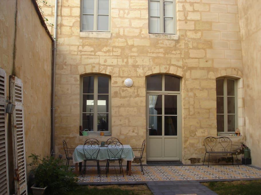 Chambre plein centre maison jardin maisons louer for Maison louer bordeaux