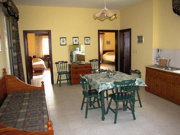 2 bedroom suite with pool, breakfast, wifi &AC