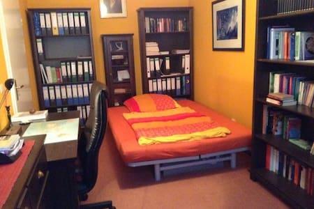 Kleines Zimmer mitten im Zentrum - Chemnitz - Apartment