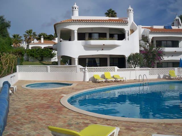 Villa with sea view + pool Algarve