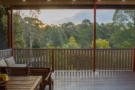 Modern, family-friendly house, walk to train - Hornsby