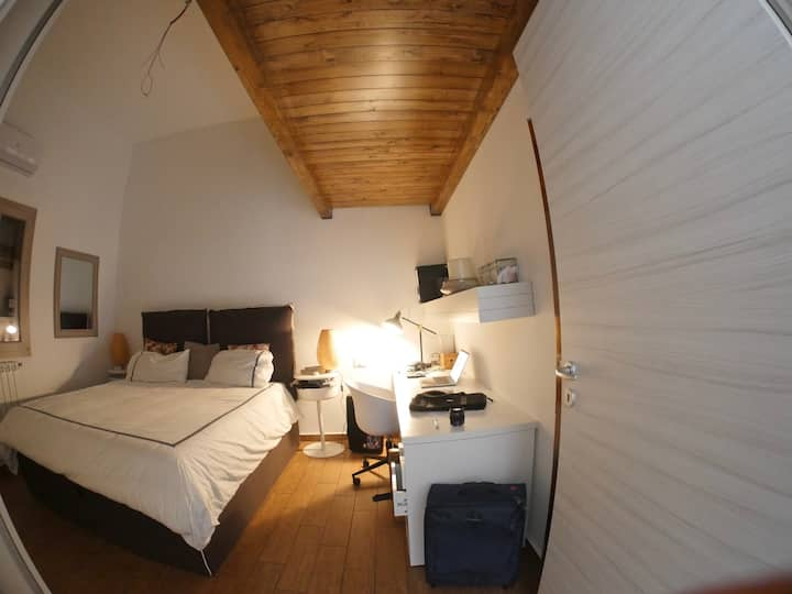 Big room in stilish-apartment in Palermo center