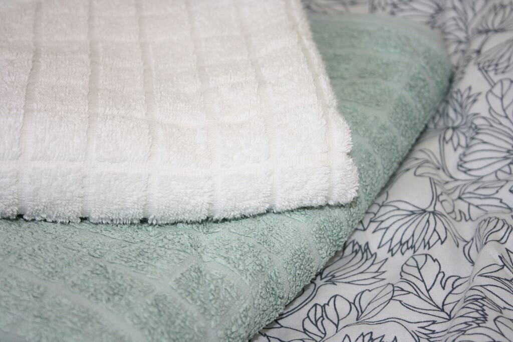 Bettwäsche und Handtücher inkl.  sheets and towels incl.