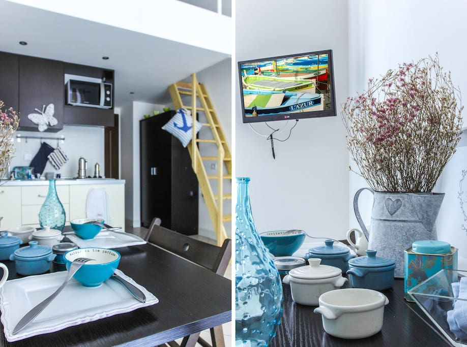 Kitchen fully equipped and dining table