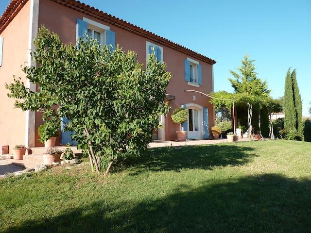 Chambre d'hôtes de charme en Provence - Lambesc - Bed & Breakfast