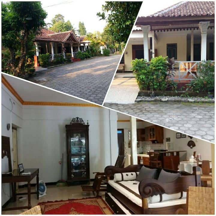 Home Stay Suharto, 3 km to Tugu & Malioboro