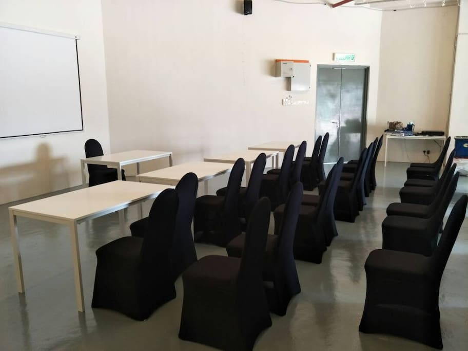A place where you can hold a meeting, training or talk.