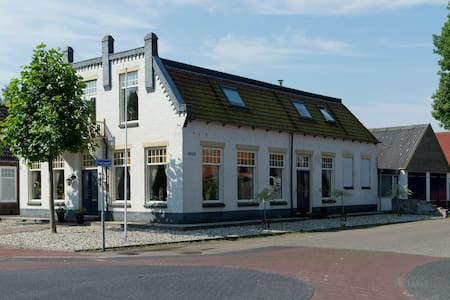 B&B in characteristic Fries cafe - Noordwolde - Apartmen