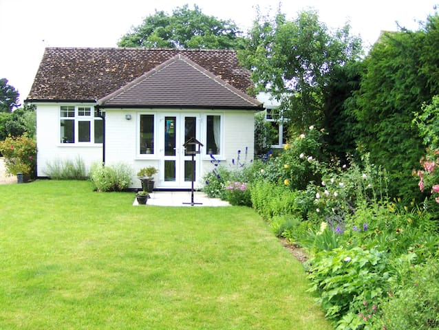 Pretty detached annexe in Suffolk - Hasketon Woodbridge  - Bed & Breakfast