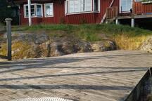 Sjökanten, egen brygga med sjötomt, stor veranda.