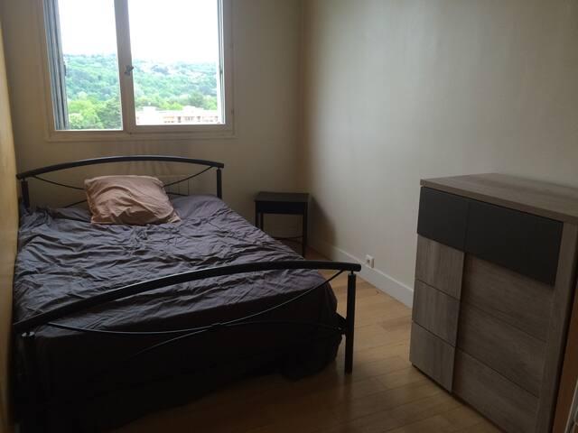 Chambre confortable à 5 min de Lyon - Oullins - Appartement en résidence