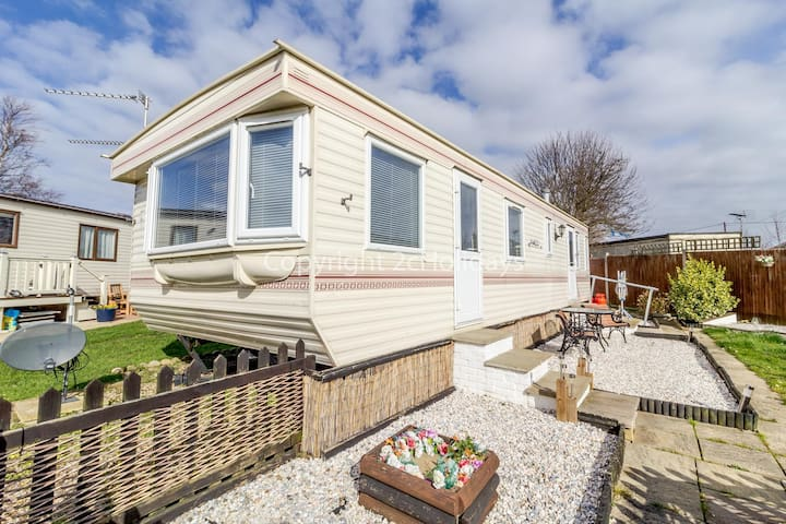 Homely caravan for hire at Belle Aire holiday park in Norfolk ref 00036BA
