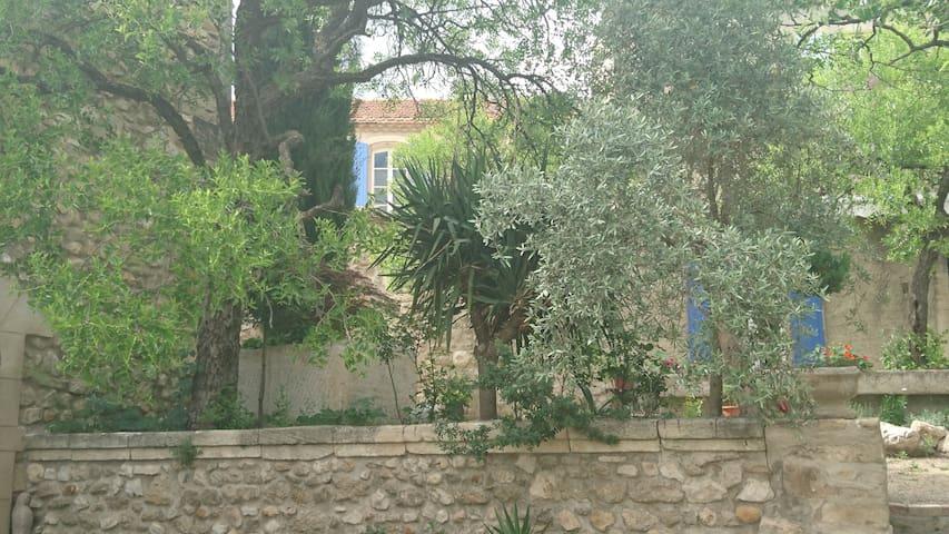 Authentique mas provençal du 17e, grande piscine