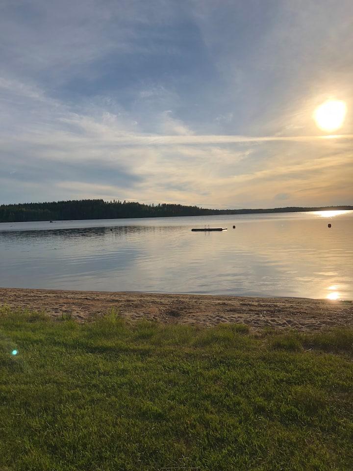 Huoneisto järvinäkymin Joutsassa.