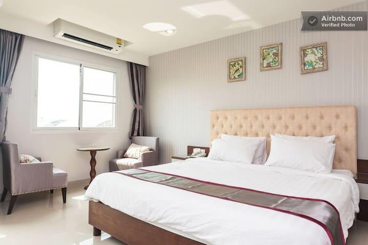 King-bed room near Suvarnabhumi - Bangkok  - Apartment