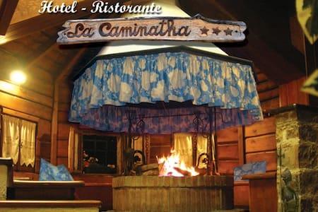 camera, bagno  e panorama d'incanto - Zoldo Alto - ที่พักพร้อมอาหารเช้า