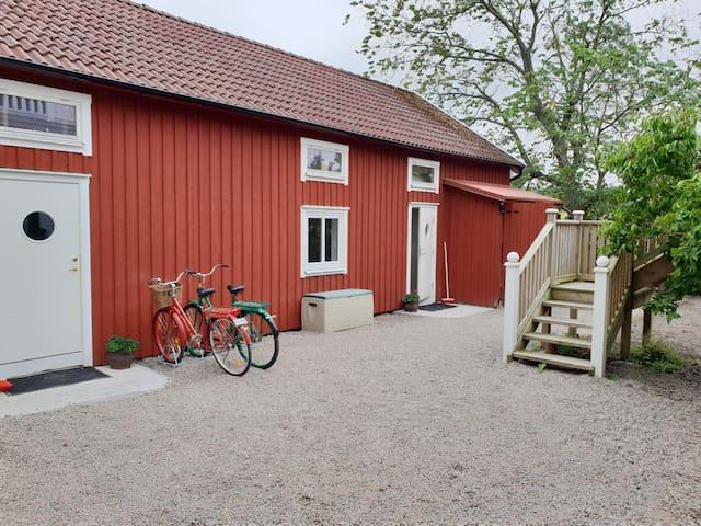 Nyrenoverad lägenhet nära Skärhamns Centrum