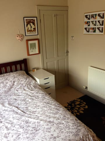 Quiet Double Room with double bed - Crewe - Rumah