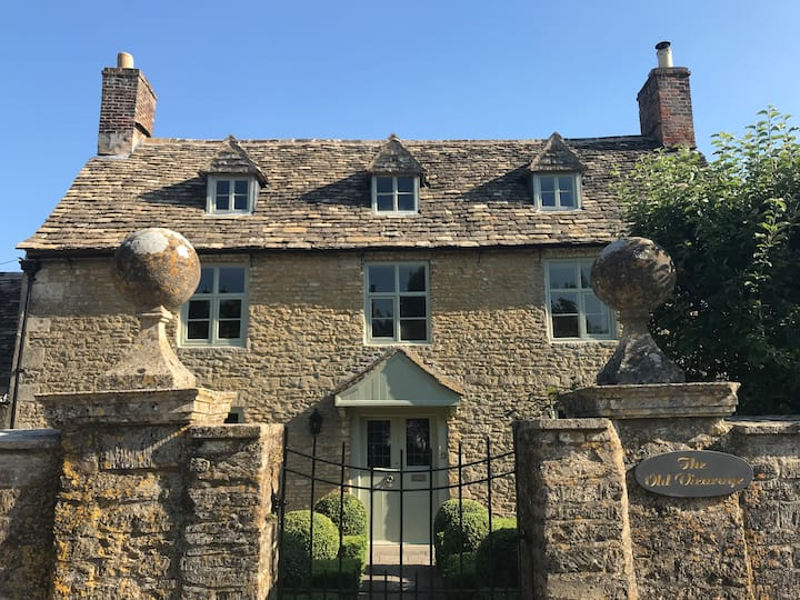 Historic Cotswold home: 2-5 people in 1 or 2 rooms