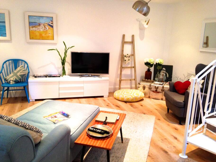 Colourful and Cheerful!! We want you to have a happy time in the flat! SMART tv, DVD player, DAB radio/ipod dock, wifi