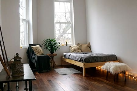 private cozy bedroom+bathroom in bushwick - Brooklyn