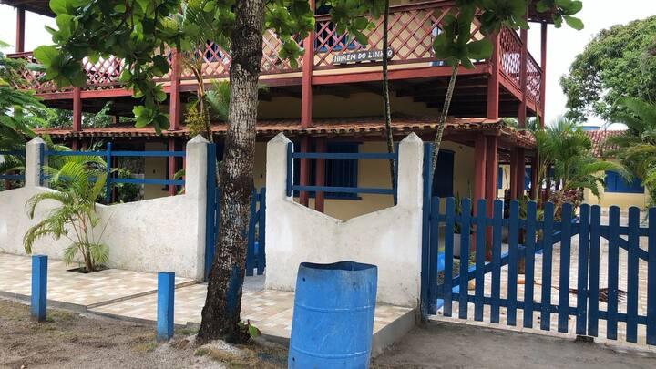 Casa espaçosa na rua da praia em Prado