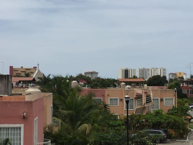 Vista de la zona hotelera desde la terraza.