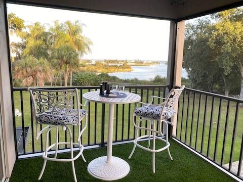 Suite Outlook-Upstairs unit with Spectacular views