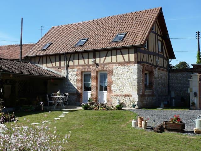 """Gite rural """"La P'tite Maison"""" 5 per - acquigny - บ้าน"""