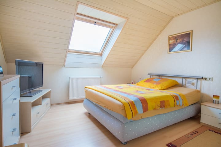 House with 3 rooms for Hannover Messe, CEBIT, IAA