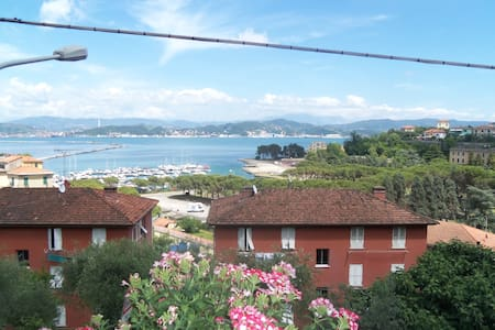 Vista mare sul Golfo di La Spezia. - Lägenhet