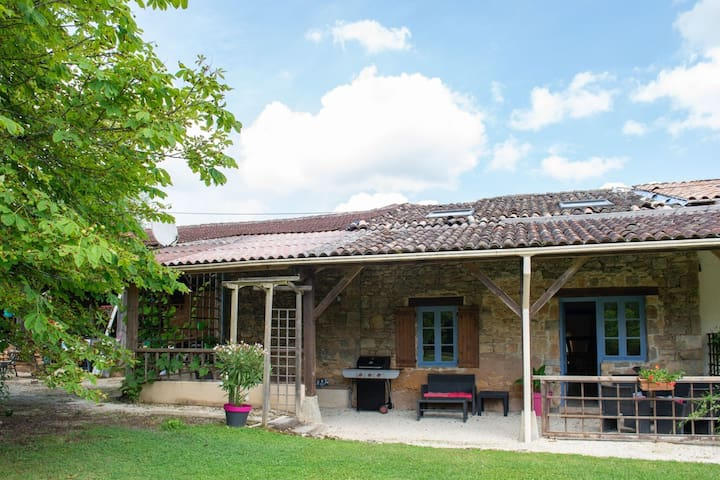 Secluded Holiday Home in Lacapelle-Biron with Swimming Pool