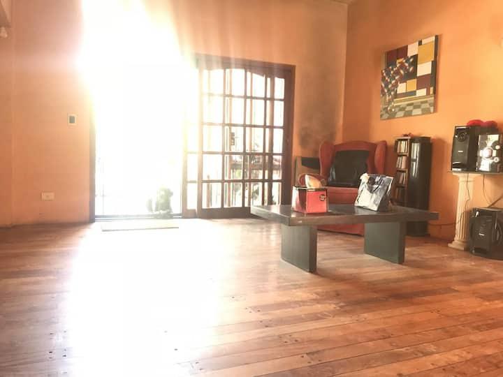 Hermosa habitación con piscina at Marco´s House