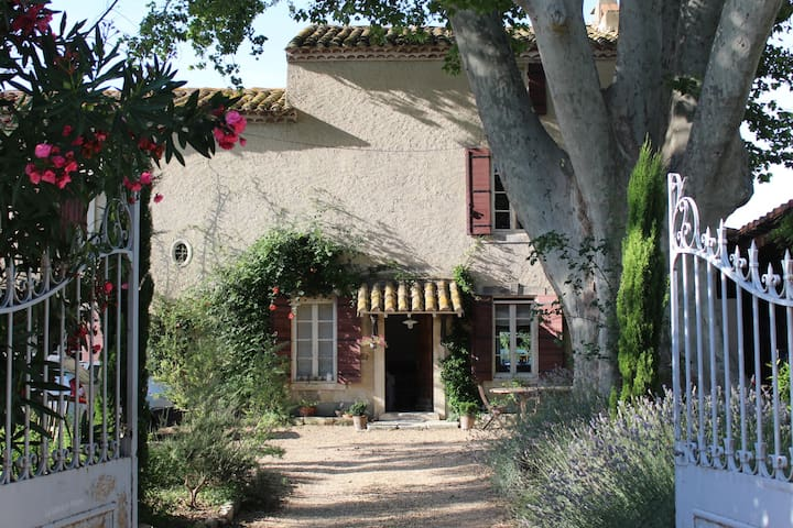 50 sqm studio  15 mn from Avignon - Boulbon - Apartment