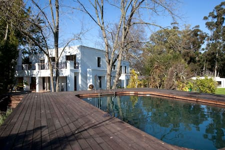 Modern villa on boutique wine farm - Maison
