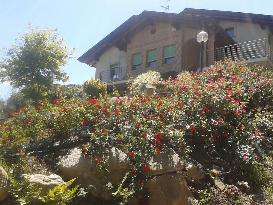 La ns.location è di recente costruzione ed è situata su una collina panoramica