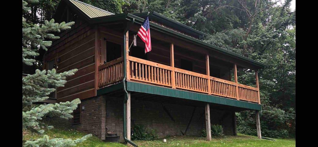 Roscoe Hillside Cabins-Moose Cabin