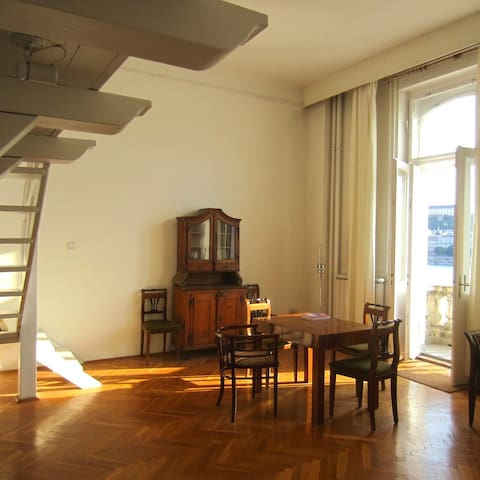 Ferco furnished the Waving at Sissi Apartment with Austrian - Hungarian Monarchy time furniture. You can enjoy Franz Joseph, emperor of Austria and his wife Sissi's lifestyle.