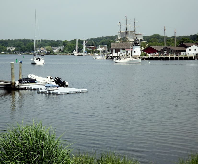 The beautiful Mystic River is 150 steps from the front porch! Walk along the scenic shore to the village!