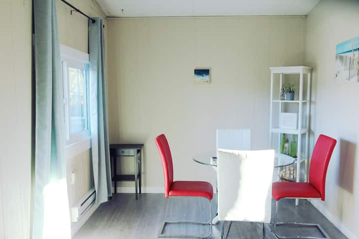 Perfect Getaway, Newly Renovated White Rock Suite!