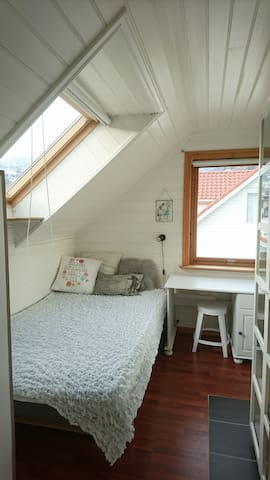 Cozy room in the middle of Sogndal - Sogndal - Apartamento