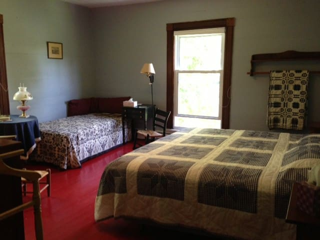 Grandma's 2BR Suite @ Mtn Meadows - Meadows of Dan - Bed & Breakfast