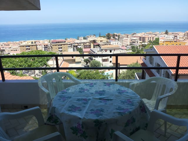 Charming flat with sea view - Tropea