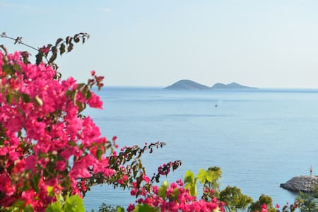 Stunning view from balcony of Kalkan's bay - Kalkan - Guesthouse