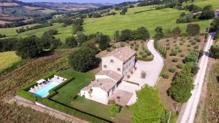 Luxurious Vacation Villa Le Marche