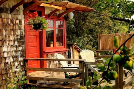Orchard Cabin - Солт-Спринг Айленд