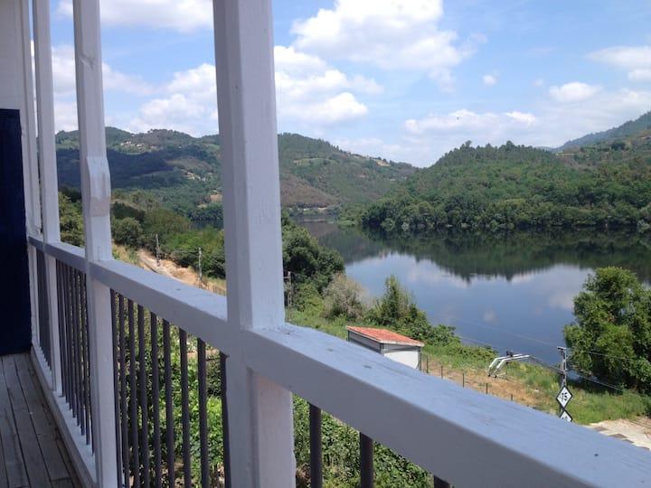 Suite de invitados con vistas de Río Mino