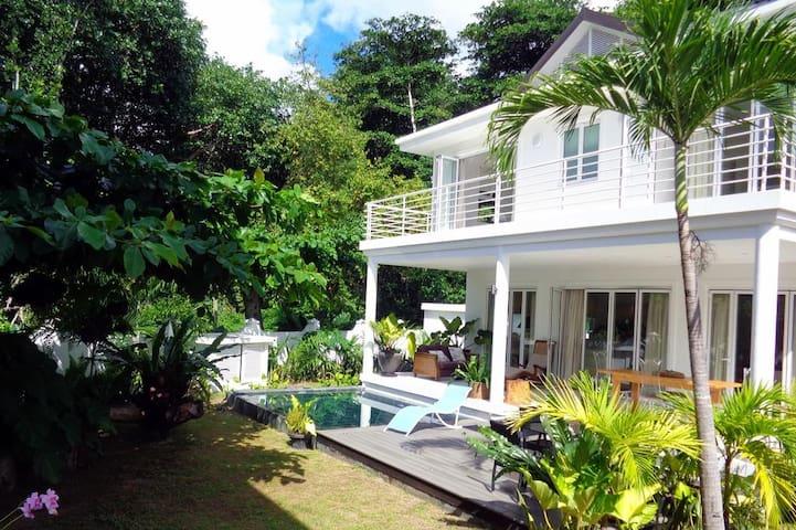 Beach House Las Brisas with Pool & Sea Views